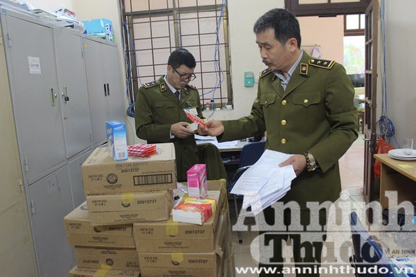 Lực lượng QLTT Hà Nội thu giữ số lượng lớn các sản phẩm gắn nhãn mác Pediasure nghi giả mạo