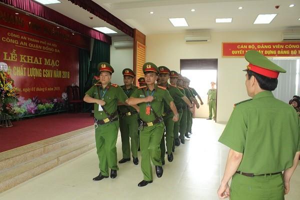 Cảnh sát khu vực CAQ Đống Đa thi điều lệnh đội ngũ