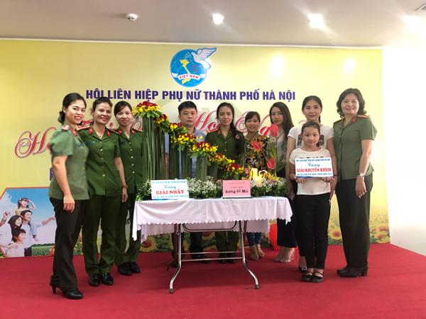 2 đội thi của Hội Phụ nữ CATP đều đạt giải cao trong cuộc thi cắm hoa do Hội Liên hiệp phụ nữ TP Hà Nội tổ chức