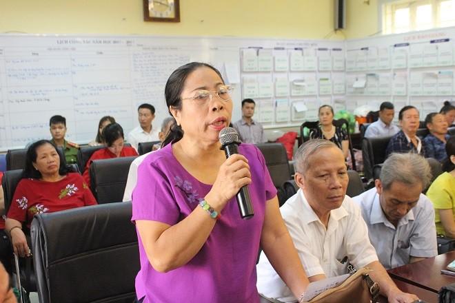 Bà Đỗ Kim Cúc (phường Nguyễn Trung Trực) nêu ý kiến đóng góp cho lực lượng công an sở tại
