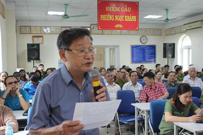 Ông Dương Quang Phúc (ở phường Ngọc Khánh) phát biểu ý kiến