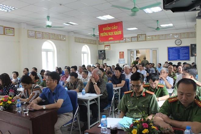 Rất đông người dân tham gia hội nghị đóng góp ý kiến với CAP Ngọc Khánh