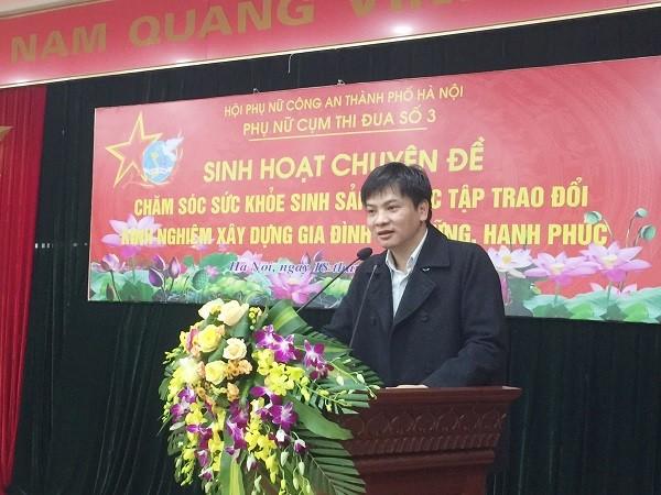 Tiến sỹ Nguyễn Mạnh Thắng, giảng viên Đại học Y Hà Nội truyền đạt các vấn đề liên quan đến chăm sóc sức khỏe sinh sản