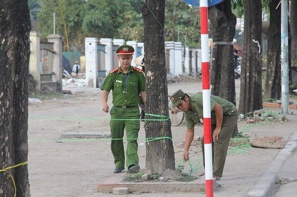 Lực lượng Công an căng dây khu vực để xe trước Sân vận động Quốc gia Mỹ Đình
