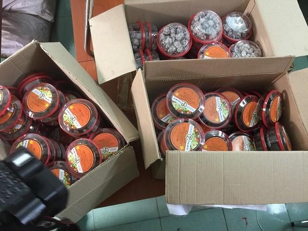 2.500 hộp ô mai thành phẩm có thương hiệu Ô mai Phố Cổ nghi làm giả
