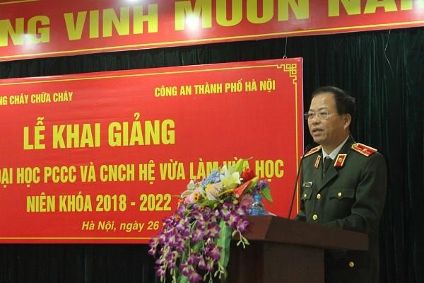 Thiếu tướng Đoàn Ngọc Hùng, Phó Giám đốc CATP Hà Nội phát biểu tại lễ khai giảng
