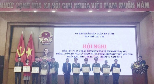 Các tập thể, cá nhân có thành tích xuất sắc trong phong trào Toàn dân bảo vệ an ninh Tổ quốc quận Ba Đình nhận khen thưởng