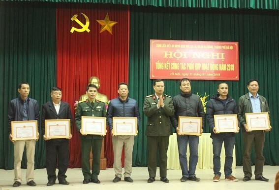 Các tập thể, cá nhân trong Cụm liên kết an ninh khu vực Ba La, Hà Đông nhận Giấy khen của Giám đốc CATP Hà Nội