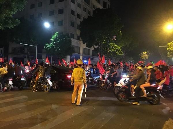 Hà Nội bùng nổ sau trận thắng của đội tuyển Việt Nam ảnh 7