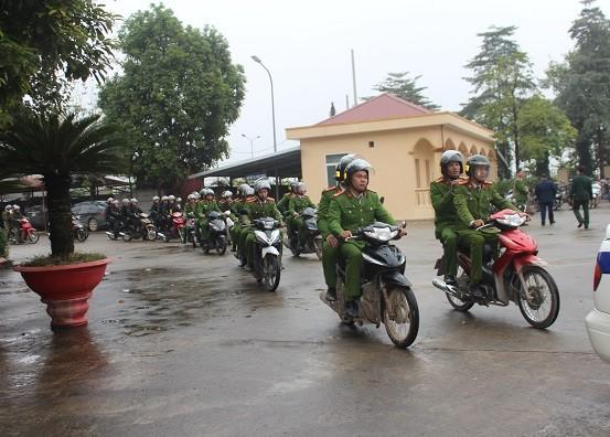 Các đơn vị nghiệp vụ CAH Thạch Thất triển khai lực lượng truy quét tội phạm