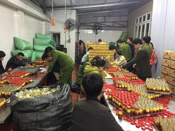 CAH Gia Lâm phối hợp Phòng An ninh kinh tế kiểm tra cơ sở sản xuất sa tế
