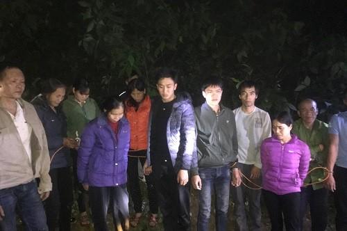 Các đối tượng đánh bạc trên đồi bị bắt trong đêm
