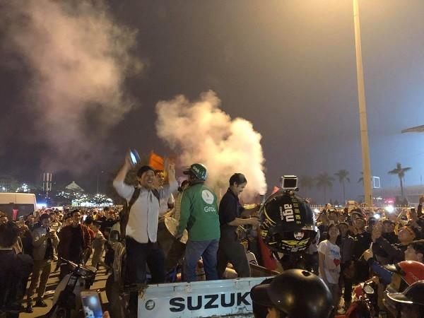 Người dân ăn mừng chiến thắng của Đội U23 Việt Nam trước U23 Thái Lan