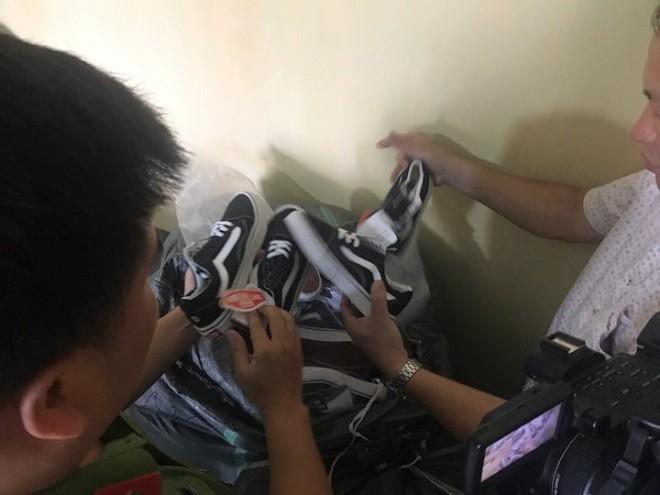 Những đôi giày giả các thương hiệu nổi tiếng bị thu giữ