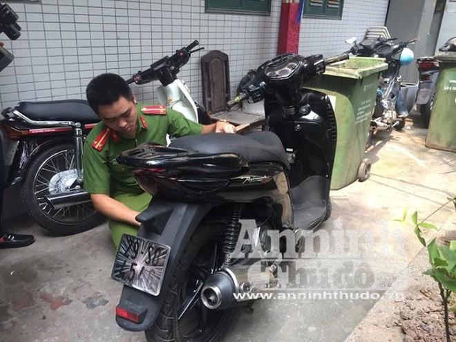 Chiếc xe máy được các đối tượng làm mờ biển số