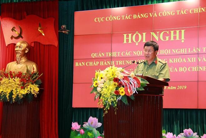 Đại tá Nguyễn Công Bảy, Phó Cục trưởng Cục Công tác Đảng và công tác chính trị phát biểu khai mạc hội nghị