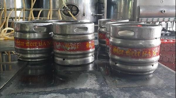 Bia được san chiết vào keg bia dung tích 30l