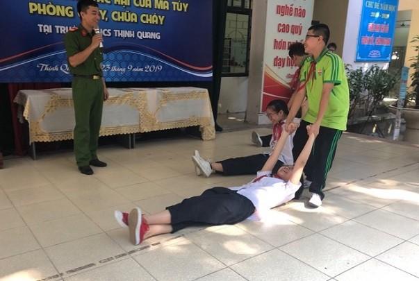 CBCS hướng dẫn các em học sinh cách cứu nạn khi xảy ra sự cố hỏa nạn