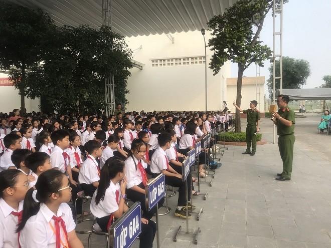 Buổi tuyên truyền giáo dục pháp luật tại trường THCS Lê Qúy Đôn, quận Hà Đông, Hà Nội