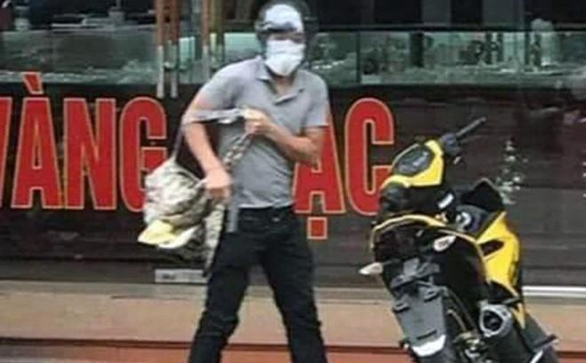 Hình ảnh đối tượng cướp tiệm vàng ở Quảng Ninh