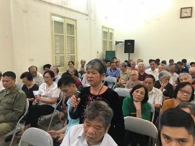 Bà Nguyễn Thị Minh Hòa, tổ dân phố 14, phường Thịnh Quang nêu ý kiến
