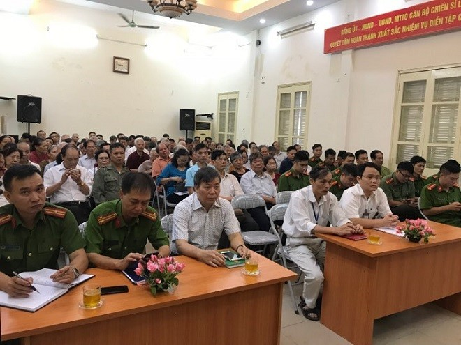 Nhiều người dân, đại diện các doanh nghiệp, cơ quan trên địa bàn phường Thịnh Quang đến tham gia hội nghị