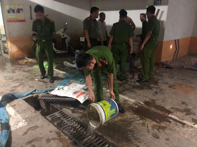 CAQ Hoàng Mai phối hợp với các lực lượng tổ chức thau rửa các bể nước của khu đô thị HH