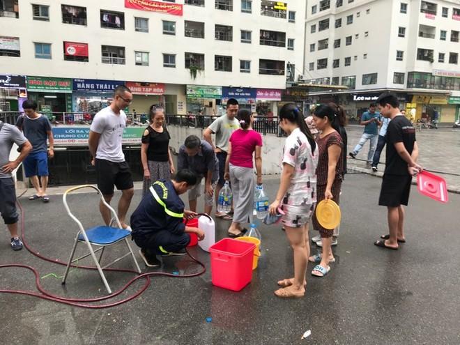 Nước sạch được từ nguồn nước Sông Đuống được cung cấp cho người dân trong khu đô thị HH