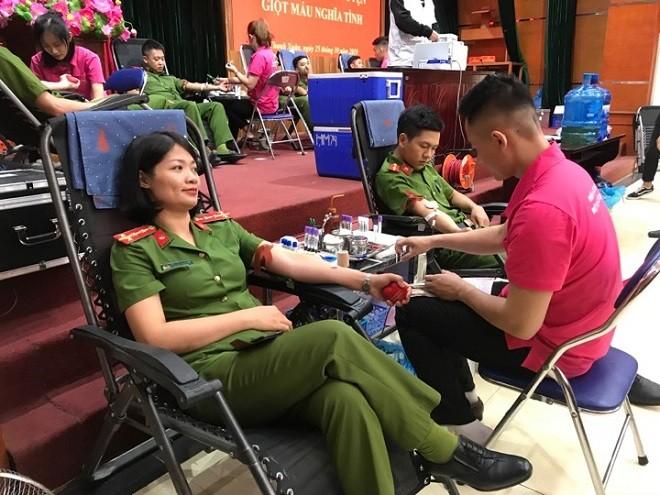 Ngày hội đã thu hút được hơn 150 CBCS đăng ký hiến máu