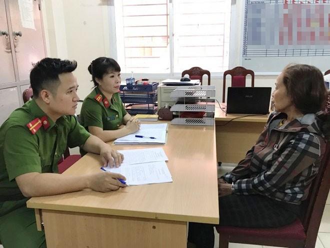 Công an quận Đống Đa lấy lời khai của Nguyễn Thị Thu Hà