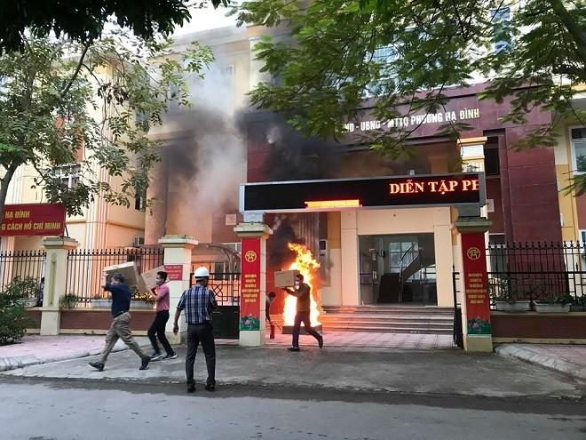 Đám cháy giả định tại UBND phường Hạ Đình