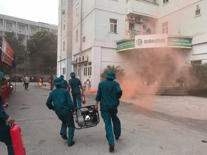 Lực lượng chữa cháy cơ sở sử dụng phương tiện sẵn có để chữa cháy tại chỗ