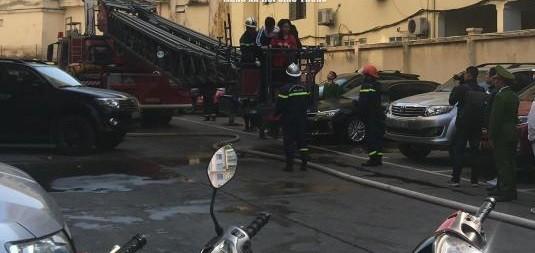 Lực lượng Cảnh sát PCCC và CNCH tổ chức dập lửa, cứu nạn