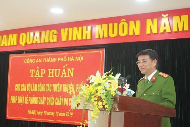 Đại tá Trần Ngọc Dương, Phó Giám đốc CATP phát biểu tại khóa tập huấn