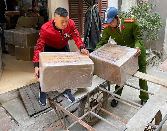 Đội Cảnh sát kinh tế, Công an quận Thanh Xuân phát hiện kho tàng trữ số lượng lớn thuốc lá nhập lậu