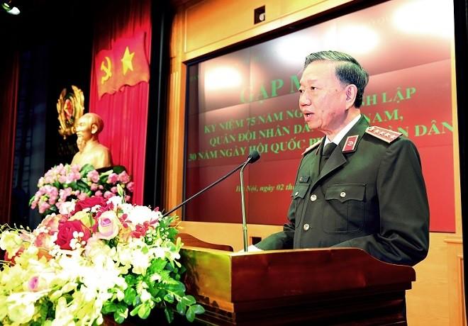 Bộ trưởng Tô Lâm phát biểu tại buổi gặp mặt thân mật ôn lại truyền thống vẻ vang và những công lao đóng góp của QĐND Việt Nam trong 75 năm xây dựng, chiến đấu và trưởng thành
