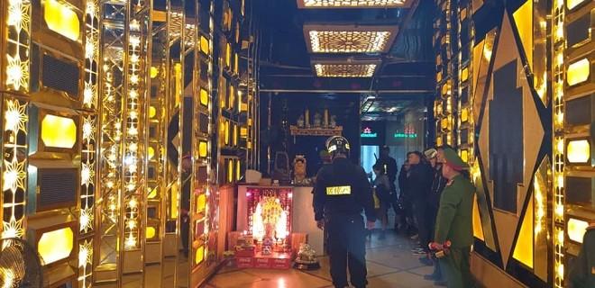 Lực lượng chức năng của thành phố kiểm tra quán karaoke
