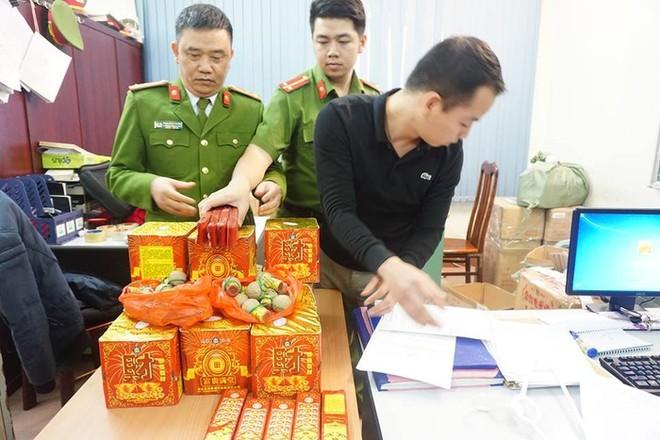 Các lực lượng chức năng Hà Nội triệt phá các vụ mua bán, vận chuyển pháo nổ