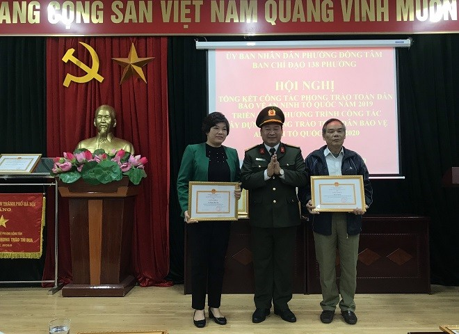 Hai cá nhân được Giám đốc CATP Hà Nội tặng Giấy khen