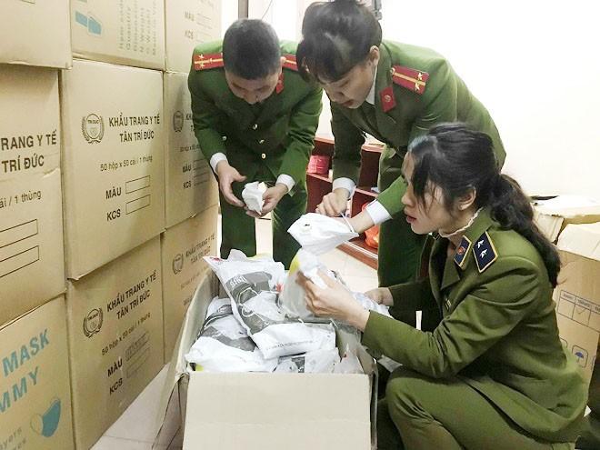 Hai lô khẩu trang do nước ngoài sản xuất không có hóa đơn chứng từ