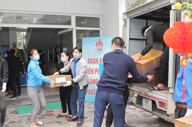 Hàng hóa được các đoàn viên thanh niên vận chuyển đến Vĩnh Phúc