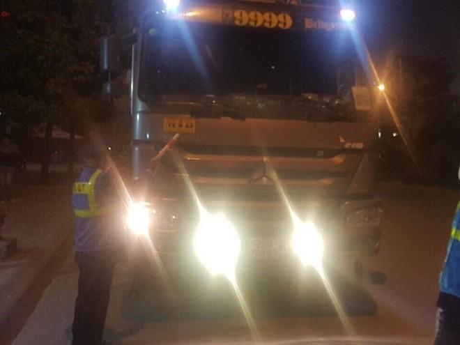 Lực lượng Thanh tra giao thông vận tải yêu cầu dừng phương tiện vi phạm để xử lý