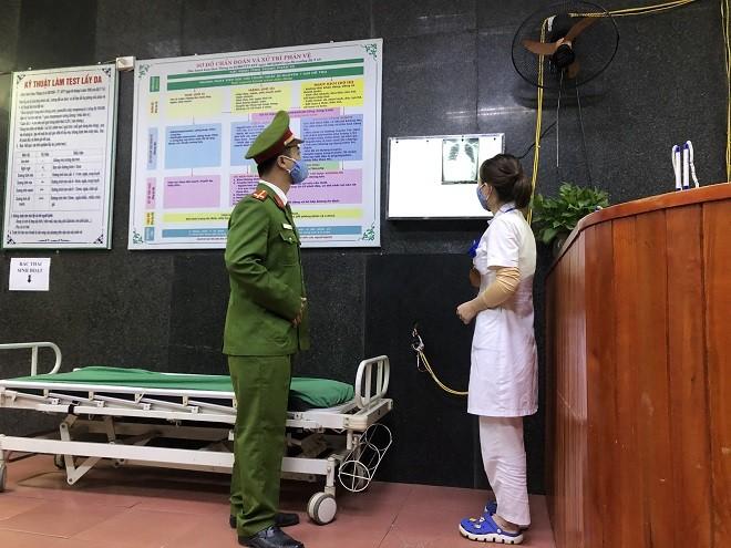 Công an huyện Thạch Thất phối hợp với Bệnh viện đa khoa huyện tổ chức cách ly công dân có chỉ định theo dõi y tế