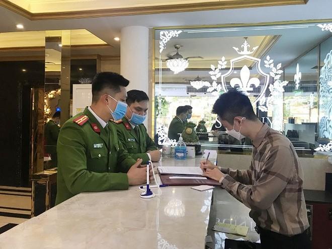 Các đơn vị Công an TP Hà Nội tổng rà soát địa bàn, lập danh sách người nhập cảnh