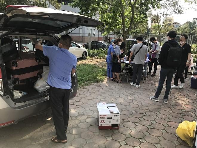 Trong ngày 25-3, có 15 công dân Hàn Quốc hoàn thành cách ly được trở về nhà từ Bệnh viện CATP Hà Nội