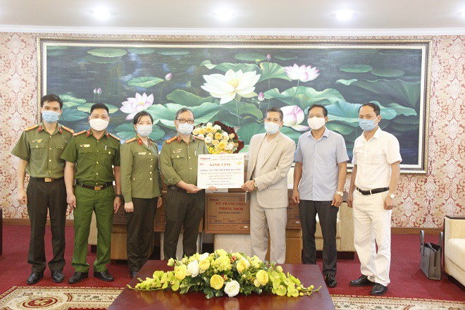 Công an Hà Nội tiếp nhận các sản phẩm phục vụ công tác chống dịch Covid-19