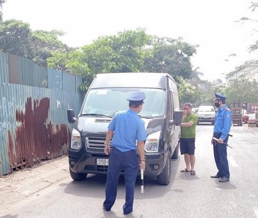 Lực lượng Thanh tra giao thông vận tải quận Cầu Giấy xử lý phương tiện vi phạm