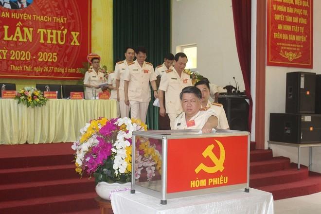 Các đại biểu phiếu bầu Ban Chấp hành Đảng bộ Công an huyện Thạch Thất