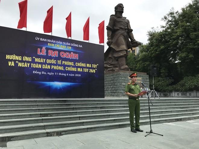 Thượng tá Đỗ Hồng Minh - Phó Trưởng Công an quận Đống Đa phát biểu tại buổi lễ