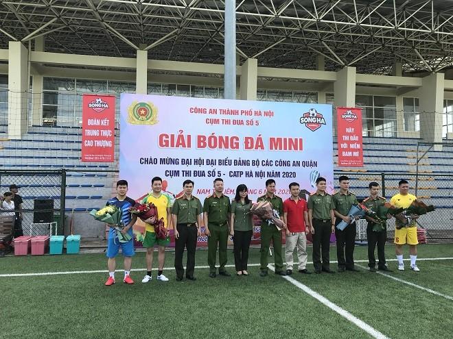 Sôi nổi giải bóng đá mini Cụm thi đua số 5 Công an Hà Nội